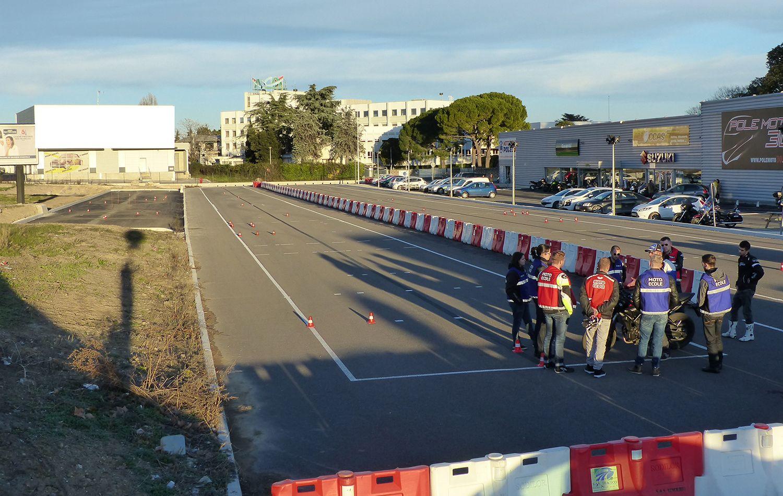 Moto école pole 30 pistes privées à Nîmes